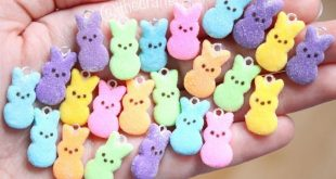Cute little peep polymer clay charms! Such an easy easter themed polymer clay ch...