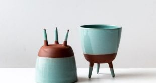 Succulent & Cactus Tripod Planter Pot in Dark Red Clay Pottery - Chic & Basta