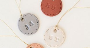 DIY Wedding // How to make personalized, clay wedding bouquet charms for all the...