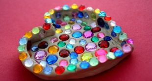 Fun Kid's Valentine Craft: Sparkle Heart Dish...make it out of model magic o...