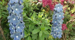 Handgefertigte Keramik – Rittersporn blau. Die Blüten können auf einen Stab ...