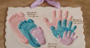 Sibling foot and handprints in clay - #Clay #Foot #handprints #saltdough #Siblin...