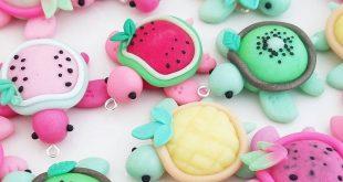 Sukkulente Schildkröten und Früchte Charms von Claybie Charms auf Instagram, E...